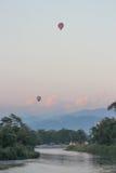 Воздушный шар на реке Стоковое фото RF