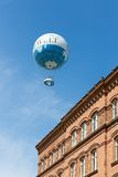 Воздушный шар ранта горячий воздушный шар который принимает туристам 150 метров в воздух над Берлином Стоковое Фото