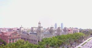 воздушный agbar взгляд torre tibidabo sagrada familia barcelona раскосный сток-видео