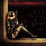 Воинская сексуальная женщина в костюме кота латекса стоковые фото