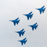 Воинские реактивные самолеты показывая аэробатик Стоковая Фотография