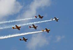 Воинские самолеты делая демонстрацию на потехе Солнця n Стоковые Фотографии RF