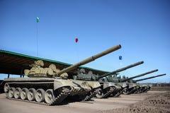 Воинские танки выровнянные вверх стоковая фотография rf