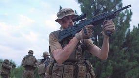 Воинские усаживание и направлять войск Стоковая Фотография