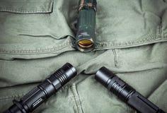 Воинский браслет paracord, тактический факел и шпионк-стекло Стоковое Изображение RF