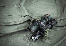 Воинский браслет paracord, тактический факел и шпионк-стекло Стоковое Изображение
