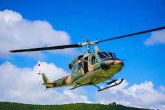 Воинский вертолет на небе Стоковые Изображения