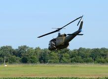 Воинский вертолет над полем Стоковое Фото