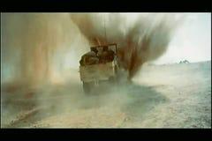 Воинский виллис управляя в взрыв акции видеоматериалы