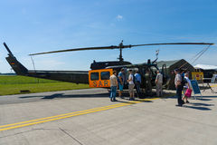 Воинский Ирокез колокола UH-1 вертолета Стоковые Фотографии RF