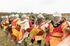 Воинский и исторический фестиваль реконструкция Рыцарь Стоковая Фотография RF