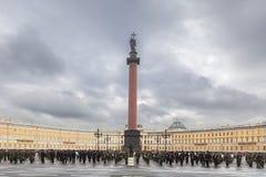 Воинский оркестр играет на квадрате дворца в Санкт-Петербурге, Стоковые Фотографии RF
