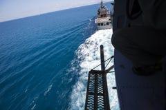 Воинский пилотный солдат на вертолете Стоковые Фотографии RF