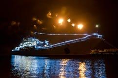 Воинский русский корабль и салют Стоковое фото RF