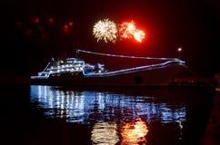 Воинский русский корабль и салют Стоковая Фотография RF
