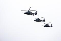 3 воинских вертолета военно-морского флота летая в строку Стоковые Изображения RF