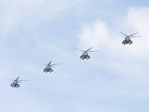 4 воинское летание вертолетов Mi-35 Стоковая Фотография RF
