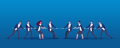 Война команды Бизнесмены веревочки соперников вытягивая Конкуренция, конфликт в концепции вектора офиса иллюстрация штока