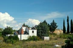 Война повредила дом в Боснии от сил серба Стоковая Фотография RF