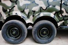 2 двойных колеса на воинском автомобиле виллиса тележки Стоковое Фото