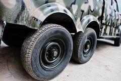 2 двойных колеса на воинском автомобиле виллиса тележки Стоковые Изображения RF