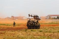 Войска SANDF показывают на авиаполе стоковое изображение