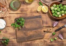 Вокруг деревянных ингридиентов разделочной доски для варить здоровый Стоковое Фото