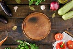 Вокруг овощей круглой доски кухни различных, взгляд сверху Стоковые Фото