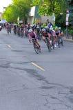 Вокруг поворота на критери по женщин расположенной на окраине города Стоковая Фотография RF