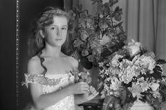 1887 вокруг сбора винограда девушки снятого портретом принятого было молодо Стоковые Изображения
