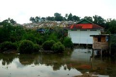 Вокруг Belakang Padang 10 - дом ходулей издалека Стоковые Фотографии RF