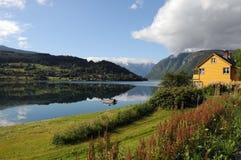 вокруг hardangerfjord Норвегии сельскохозяйствення угодье Стоковая Фотография RF