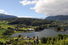 вокруг hardangerfjord Норвегии сельскохозяйствення угодье Стоковые Изображения RF