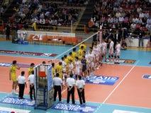 волейбол залпа verona trentino против Стоковые Изображения RF