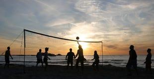 волейбол захода солнца 3 пляжей Стоковая Фотография RF