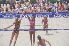 Волейбол светлых женщин Coors профессиональный, Стоковое фото RF