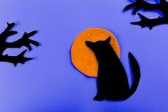 Волк завывая на луне в midnigt стоковые фотографии rf