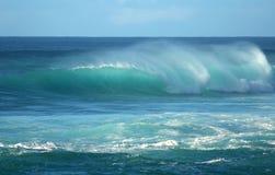 волна захода солнца Гавайских островов пляжа barreling Стоковые Изображения