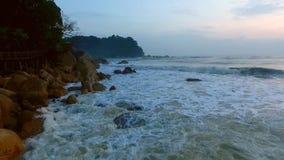 Волна моря на Telok Cempedak видеоматериал