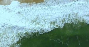Волна моря увиденная от верхней части Верхнее движение волны акции видеоматериалы