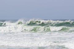 Волна на пляже штурвала в Copacabana в Рио-де-Жанейро стоковые фотографии rf