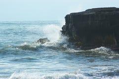 волна океана скалы Стоковая Фотография