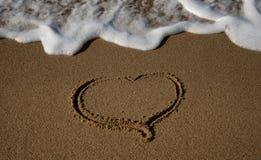 волна песка вычерченного сердца надвигающийся Стоковые Фотографии RF