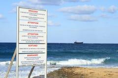 Волна предупреждения опасности моря стойки экрана на лето Стоковое Изображение RF