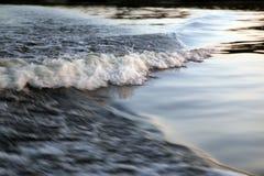 волна речной воды вечера Стоковое Изображение