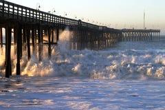 волна шторма пристани океана Стоковые Изображения