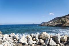 Волнистое скалистое побережье на острове Крита Стоковое Фото
