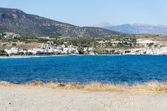 Волнистое скалистое побережье на острове Крита Стоковые Изображения