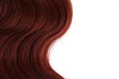 Волнистые красные волосы на изолированной белой предпосылке стоковая фотография rf