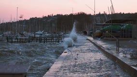 Волны аварий ветра силы сильного шторма видеоматериал